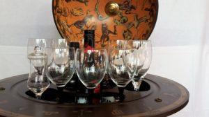 Globus Bar Minibar Enea Zoffoli Innenraum Flaschen Gläser Minibar Barwagen 11