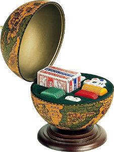 Herrenzimmer einrichten, handlaminerter Poker Globus mit Pokerset